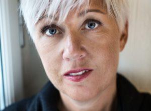 Elisabeth Larsen-Vonstett i Ving tror mange som normalt ville valgt Tyrkia nå i større grad enn tidligere vil feriere i Norge i sommer.