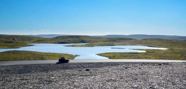 Naturen i Finnmark er i seg selv en opplevelse. Fylkesvei 98 over Ifjordfjellet er ifølge Vakre vegers pris med og fremhever dette ytterligere.