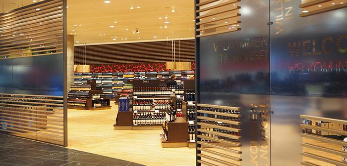 Det kan bli dyrere i hyllene på Oslo Lufthavn om Vinmonopolet tar over. (Foto: Tom Andersson)