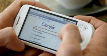 Bruken av mobiltelefonen for å bestille reiser øker nå sterkt, særlig blant de yngre.