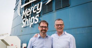 Pascal Andreasson, markedsansvarlig i Mercy Ships Sverige og Stena Lines administrerende direktør Niclas Mårtensson.