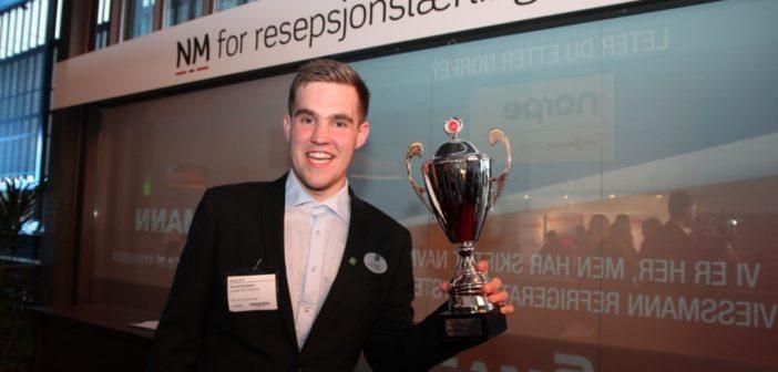 Ole Henrik Stølen vant NM for resepsjonslærlinger på SMAK 2017. (Foto: Cecile Dahl Rian)