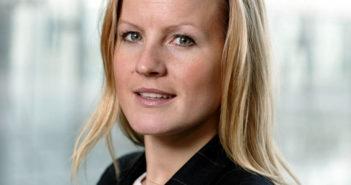 Anette Maltun Kofoed i Berg-Hansen Reisebureau mener flyselskapene i større grad bør lytte til kvinner, og på kvinnedagen spanderer selskapet overvekt på bagasjen. Selvsagt bare for kvinner.