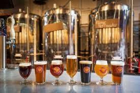 10 halvlitere med Ringnes byttes ut med 2 glass øl fra et mikrobryggeri.